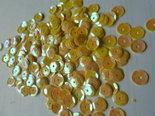 Paillettes-nacrées-5mm-jaune-or