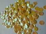 Paillettes-nacrées-8mm-jaune-or