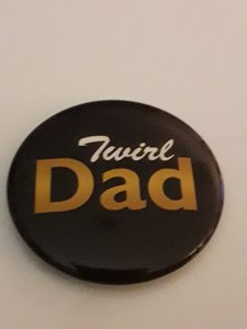 Button Twirl Dad 35mm