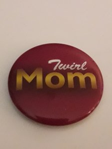 Button Twirl Mom 35mm