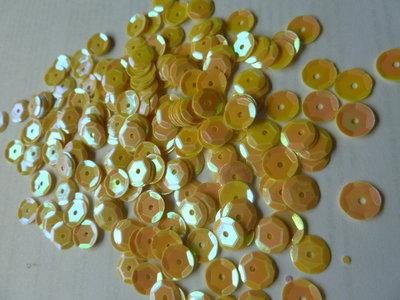 Parelmoer pailletten 8mm geel/goud