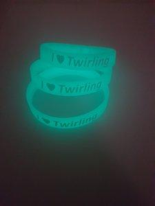Glow in the dark armbandje I love twirling